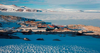 Antarctica:  The 35th Italian expedition commences, with 250 participants and 45 research projects
