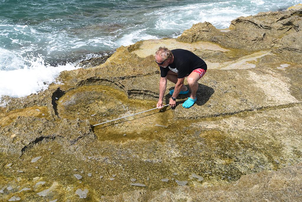 Misura di una mola non estratta presso la cava di Colonia Sant Jorda (Maiorca) Spagna