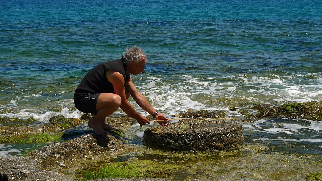 Misura di una mola non estratta presso la cava di Soverato Reggio Calabria)