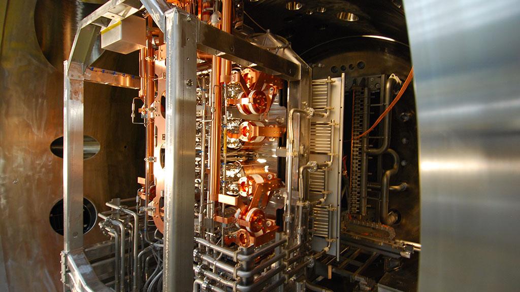 La sorgente di ioni negativi installata nella camera da vuoto di SPIDER