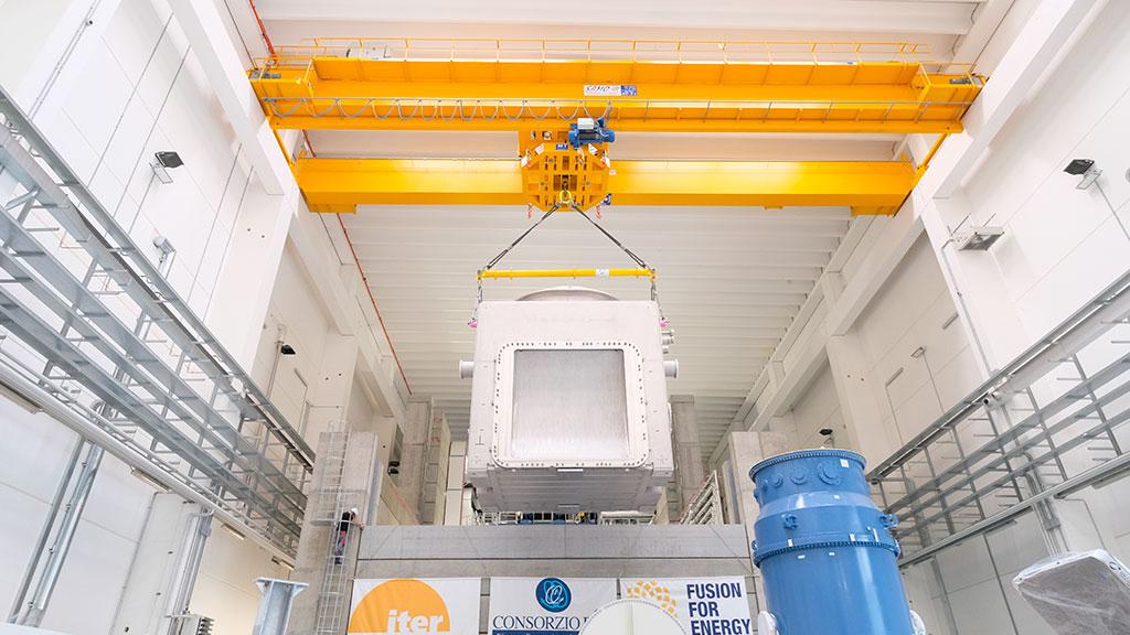 Operazioni di installazione della prima parte della camera da vuoto di MITICA, il prototipo dell'iniettore di neutri di ITER