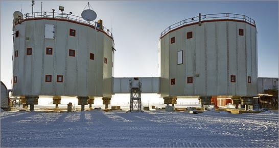 Foto di E.Sacchetti: i due cilindri che formano la base Concordia