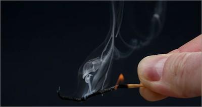 fiammifero spento simbolo di povertà energetica