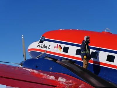 Alexander-Weinhart_AWI_Polar6-with-pilot.JPG