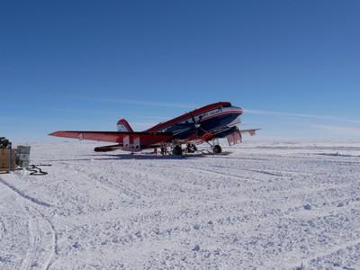 Alexander-Weinhart_AWI_Polar6_refuelling.JPG