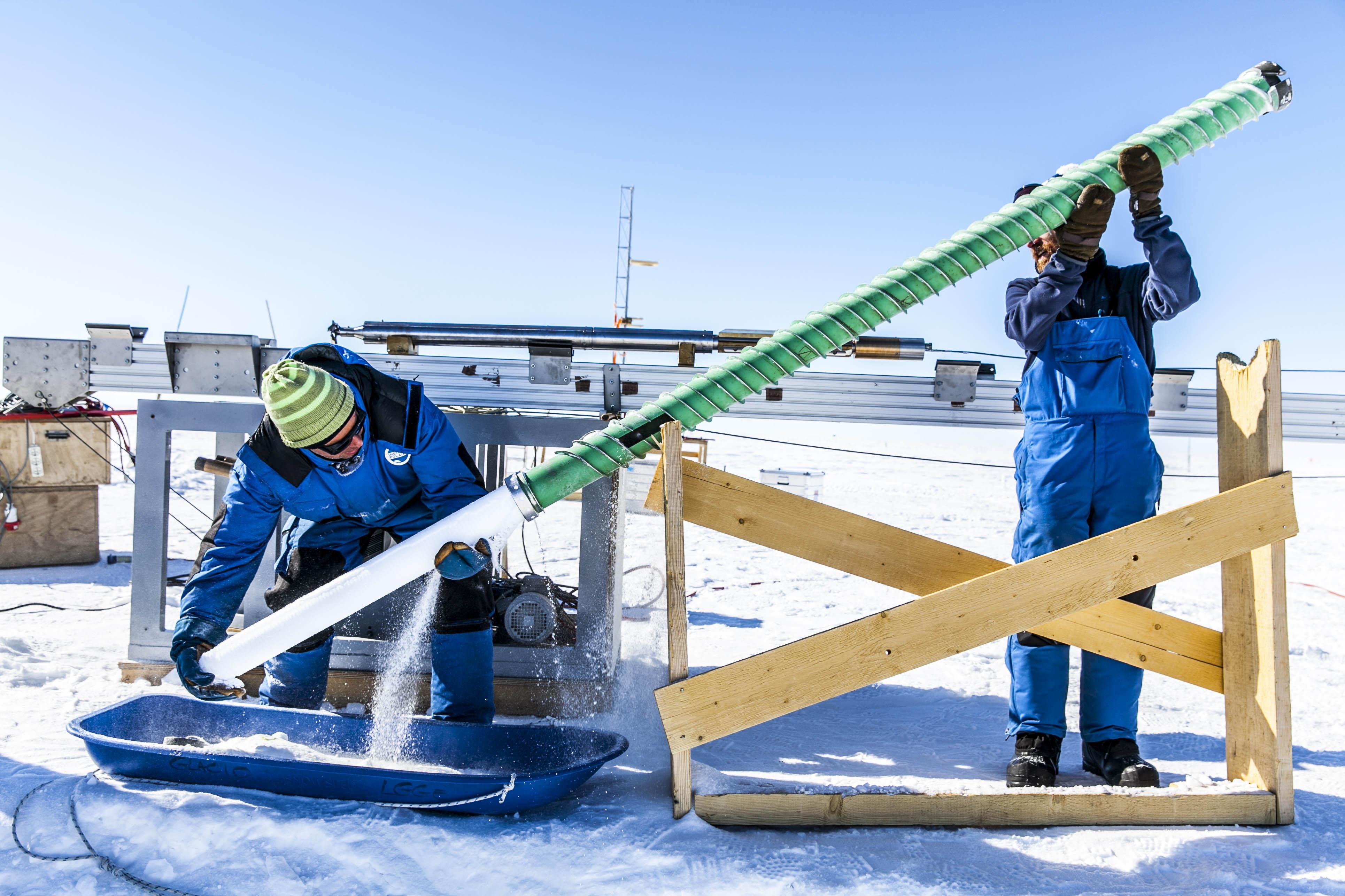 Thibaut-Vergoz_French-Polar-Institute_CNRS_Ice-core-extraction-Concordia-station1.jpg