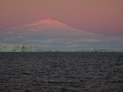 Tramonto sul vulcano. Foto: E. Colizza