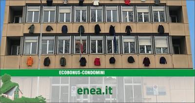 Energia: blitz all'ENEA, 50 cappotti appesi sul palazzo per lanciare la campagna ecobonus condomini