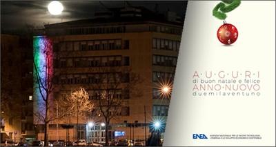 Natale: un tricolore green illumina la sede ENEA a Roma