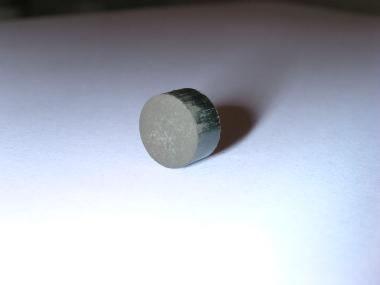 Polvere compattata di un composito a base di idruro di magnesio
